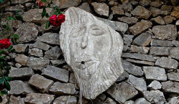 muro-di-sculture-jalari-2